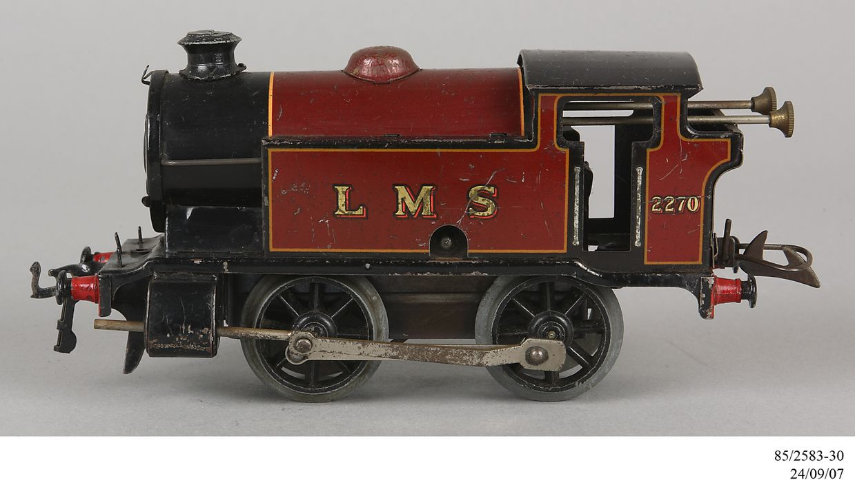 85/2583-30 Toy steam locomotive, Hornby No.101 tank locomotive 'LMS 2270', type 0-4-0, clockwork operated, 0-gauge, metal, made by Meccano Ltd, Liverpool, England, 1947-1954. Click to enlarge.