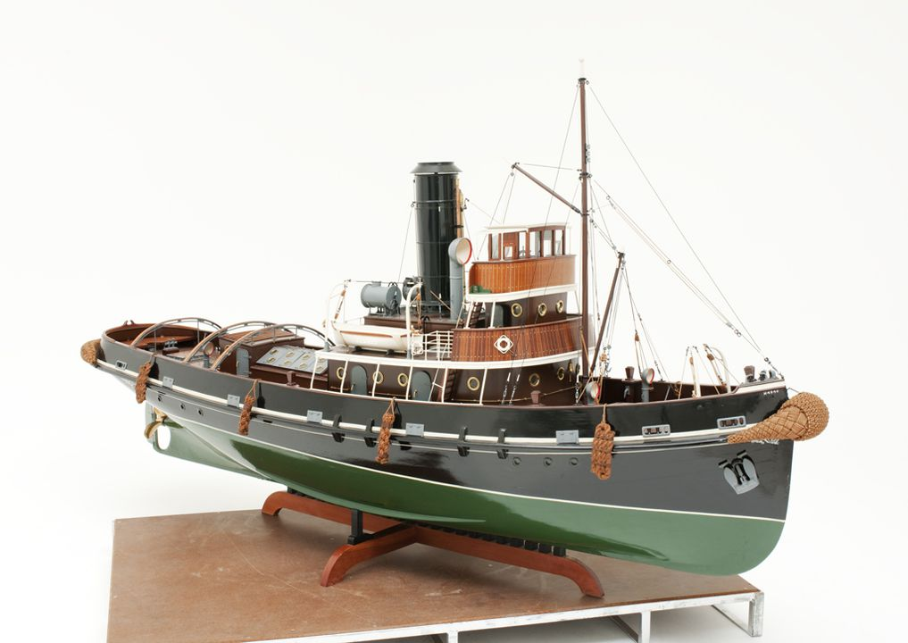 H4940 Ship model, New Zealand steam tug SS 'Awarua', timber / metal / rope, made by Harry F. Allen, Carlton, New South Wales, Australia, 1940-1947. Click to enlarge.