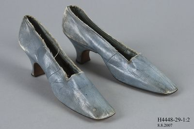 H4448-29 Slip on shoes, pair, womens, leather, made by Pattison, London, England, c. 1850