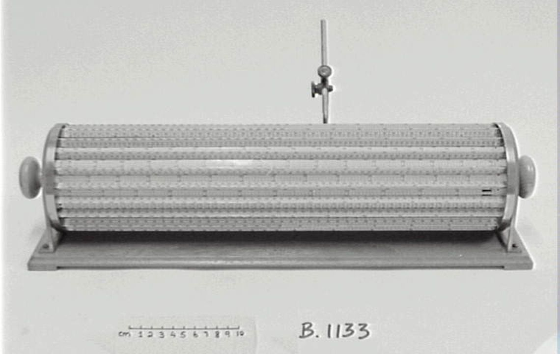B1133 Cylindrical slide rule, metal/ paper / wood, designed by Edwin Thacher, New York, United States of America, 1897-1907. Click to enlarge.