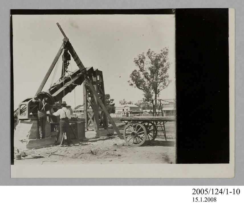 2005/124/1-10 Photograph, part of collection owned by James Short, black and white, setting up the astrograph telescope at Goondiwindi, paper, photographer unknown, Goondiwindi, Queensland, Australia, 1922. Click to enlarge.