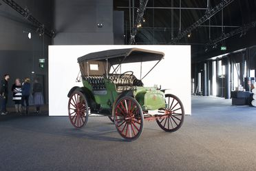 B1135 Automobile, full size, International auto buggy car, and parts, 20 hp, serial No. 1074D, Model D, engine No. 54, made by International Harvester Company of America Incorp., Akron, Ohio, United States of America, 1910
