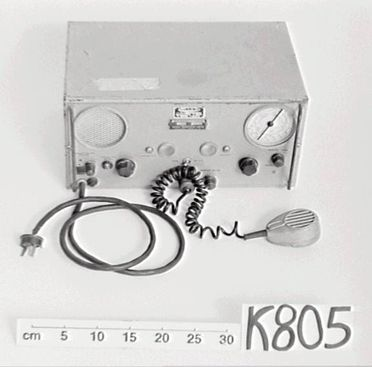 K805 Transceiver, with microphone, type 60T25, metal / plastic / glass / possibly bakelite, Traeger Transceivers Ltd, Adelaide, South Australia, c. 1950