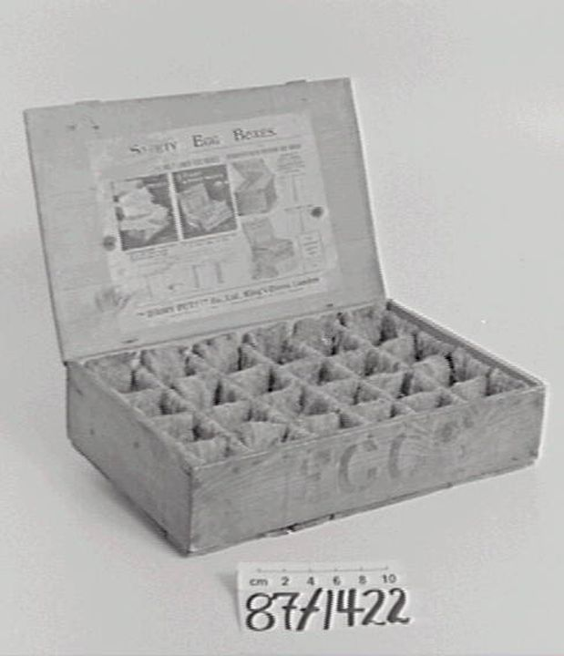 87/1422 Egg box, wood & felt, The Dairy Outfit Co Limited, England, 1880s. Click to enlarge.