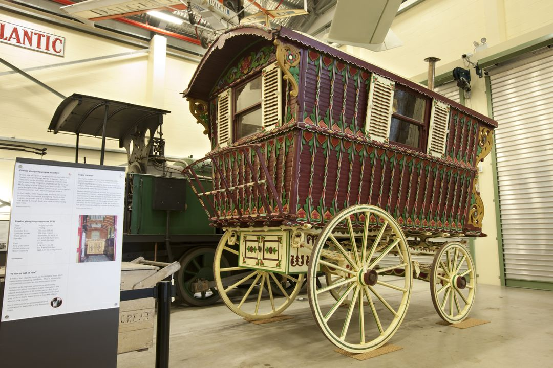 2011/29/1 Caravan, horse drawn, gypsy, Reading type, timber / metal / glass / cotton fabric, made by Samuel Dunton & Sons of Reading, Berkshire, England, c.1914. Click to enlarge.