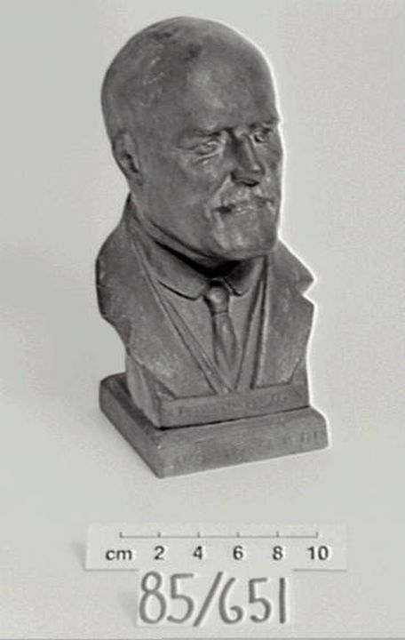 85/651 Money box, bust of Jack Lang, metal, maker unknown, Australia, 1931-1932. Click to enlarge.