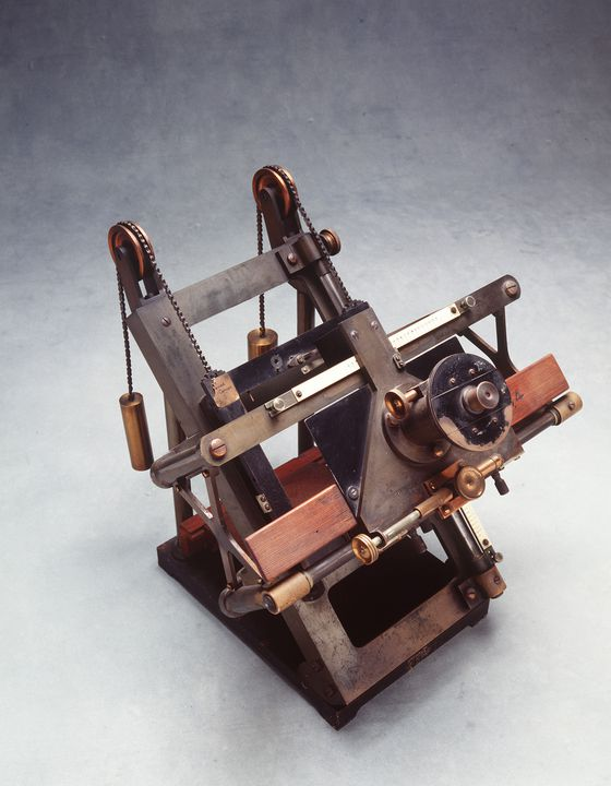 H10139 Optical instrument, for measurement of astronomical photographs, metal / glass / wood, used at Sydney Observatory, designed by H H Turner, made by Troughton and Simms, London, England, 1892 - 1915. Click to enlarge.