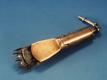 B812-3 Sheep shearing machine handpiece with cover, steel / brass / leather, maker unknown, Australia, before 1933