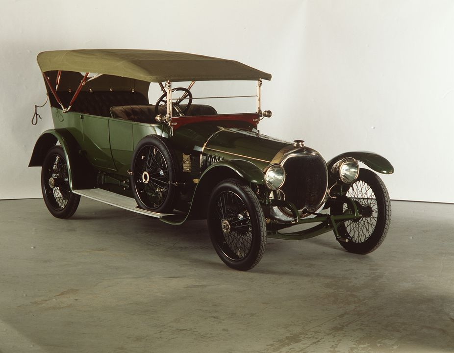 B2533 Automobile, full size, Sheffield Simplex, Type 7B, open four seater torpedo touring body and 6 cylinder engine, chassis made by Sheffield Simplex Motor Works Ltd, body made by Van den Plas, England, 1913.. Click to enlarge.
