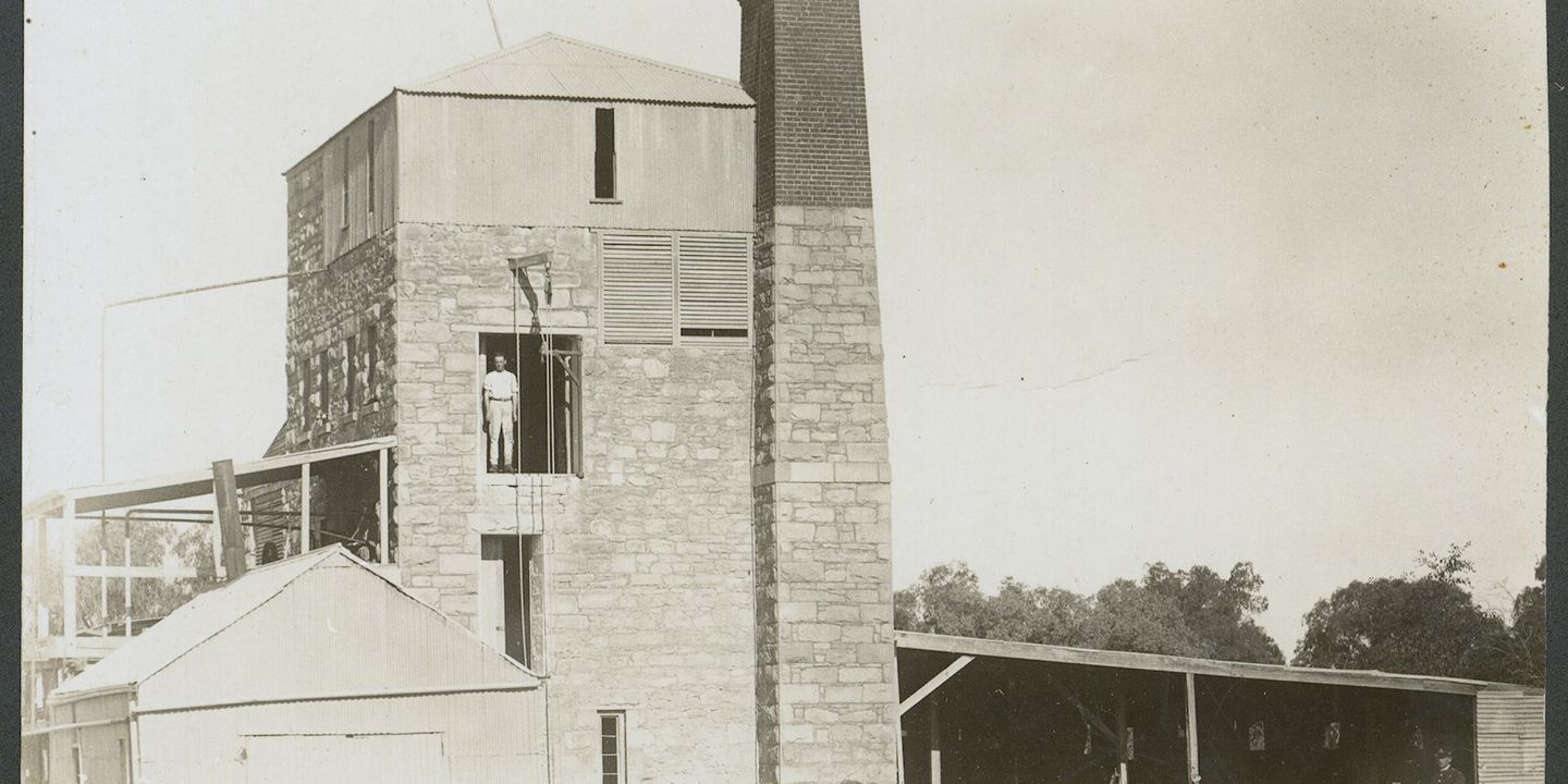 86/3219-2 Postcard, sepia, depicting Lion Brewery, Wilcannia, New South Wales, Australia, established by Edmund and Richard Resch in 1879, Kodak, Australia, 1905-1915, part of the Tooth Collection. Click to enlarge.