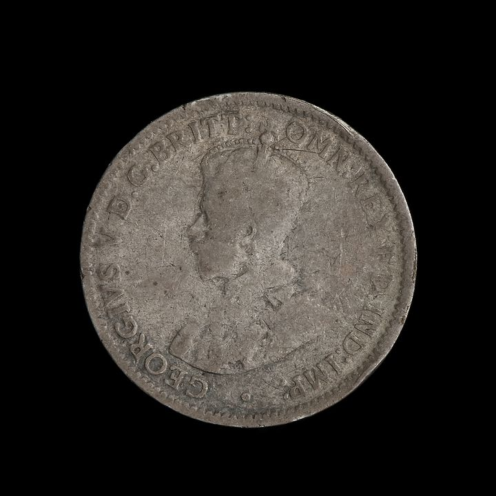 2008/220/1-115 Coin (1 of 325), Threepence, George V (1910-1936), silver alloy, designed by William Blakemore and Bertram Mackennal, Great Britain, minted by Royal Mint, Great Britain, 1912. Click to enlarge.