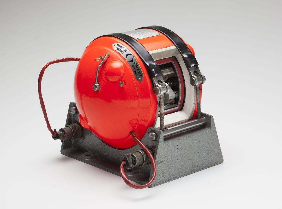 92/297 Flight recorder, 'Davall Recycling Recorder', sectioned, metal / plastic / electrical components, designed by Dr David Warren, Melbourne, Victoria, Australia, 1960, made by S Davall & Sons Ltd, Greenford, Middlesex, England, 1968-1978. Click to enlarge.