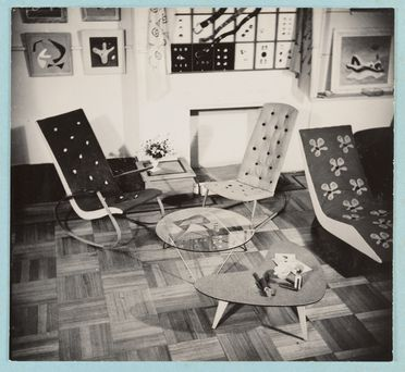 89/735-39/29/2 Photograph, black and white, mounted, furniture, paintings, jewellery and buttons by Gordon Andrews, at Margaret Jaye Gallery, Rowe Street, Sydney, New South Wales, 1946