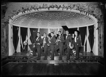 94/63/1-8/3 Glass negative, half plate, unidentified dance band, Tom Lennon, Sydney, Australia, 1930s