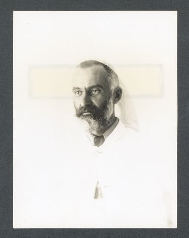 P2903-1/13 Photographic print, black and white, portrait of Lawrence Hargrave after his illness of typhoid fever, 1904, copy print made c1977
