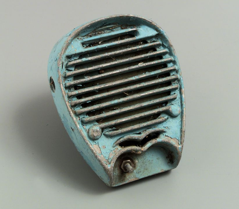 98/125/1-1/1/9 Speaker (1 of 12), part of collection, metal / paint, maker unknown, used at the Twilight Drive-in, Shepparton, Victoria, Australia, 1970-1985. Click to enlarge.