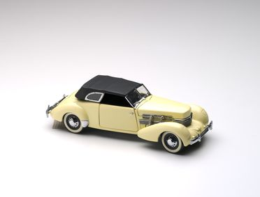 2010/17/1-9 Model car and removable roof, 1937 Cord Model 812 Phaeton Coupe, 1:24 scale, metal / plastic, designed by Franklin Mint, Pennsylvania, United States of America, made in China, collected by Michael and Jan Whiffen, Woree, Queensland, Australia, 1983-2009