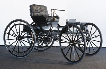 B691 Automobile, full size, Holsman piano box buggy, Model 9K Runabout, two-seat, body No. 2491V, engine No. 1582, made by Holsman Automobile Co, Monadnock Block, Chicago, Illinois, United States of America, 1908