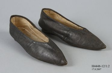 H4448-12 Slip on shoes (pair), part of Joseph Box collection, womens, leather / linen, maker unknown, England, 1780-1810