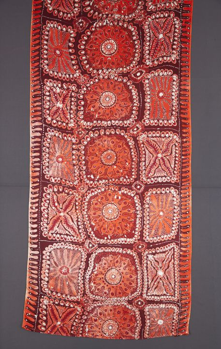 95/318/2 Textile length, batik, silk satin, napthol dyes, designed and made by Alison (Windlass) Carroll, Ernabella, South Australia, 1995. Click to enlarge.