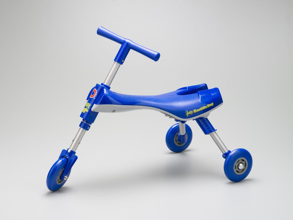 2006/158/1 Tricycle, 'Razor Jr Scuttlebug', with packaging, plastic / metal / cardboard / paper, designed by Ideation Design, Prahran, Victoria, Australia, made by Funtastic Ltd, China, 2005. Click to enlarge.