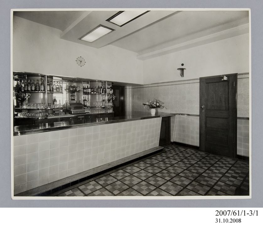 2007/61/1-3/1 Photographic prints (2), black and white, saloon bar in Hotel Broadway, Chippendale, E A Bradford, Sydney, New South Wales, Australia, c.1936. Click to enlarge.