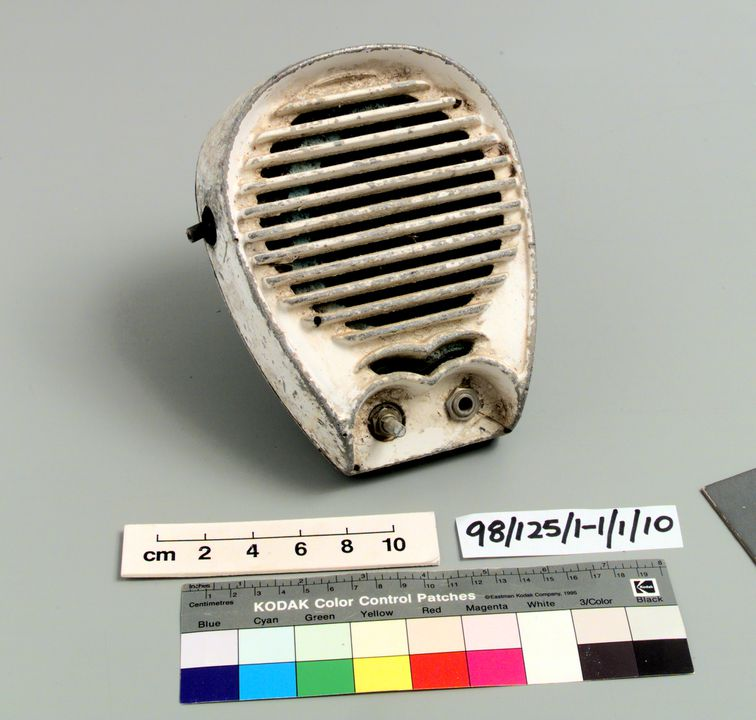 98/125/1-1/1/10 Speaker (1 of 12), part of collection, metal / paint, maker unknown, used at the Twilight Drive-in, Shepparton, Victoria, Australia, 1970-1985. Click to enlarge.