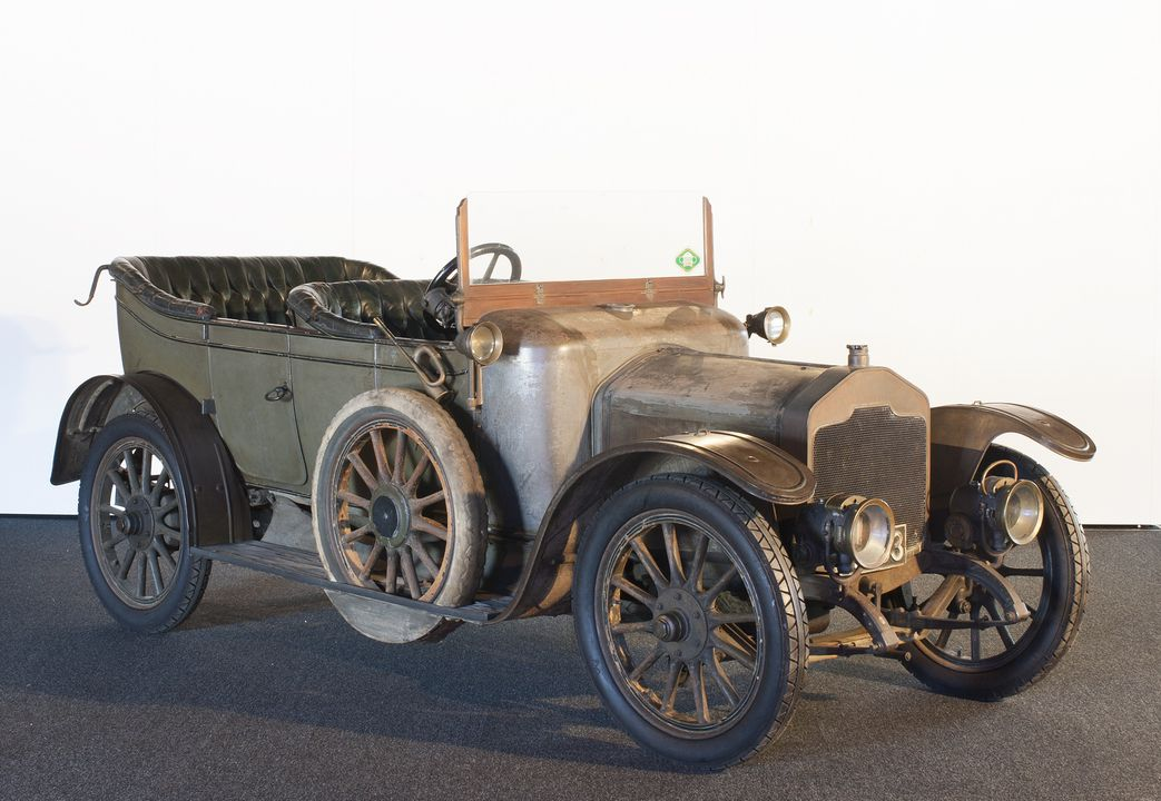 B1090 Automobile, full size, Rover, 12 hp, 4-5 seat, 3-door, touring body, car and engine No. 602, designed by Owen Clegg, made by The Rover Company Ltd, Meteor Works, Coventry, England, 1912, used by Mr and Mrs Lewis S. Drummond, Drummoyne, New South Wales, Australia, 1913-1948. Click to enlarge.