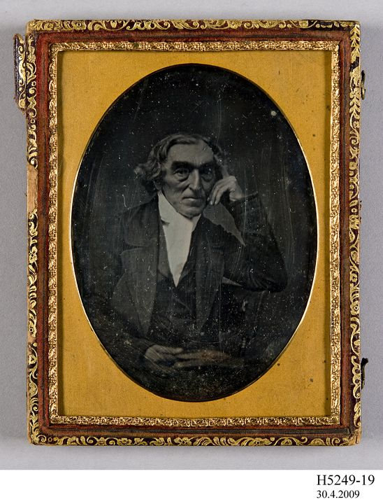 H5249-19 Photograph and enclosure, daguerreotype, cased, unidentified man in three piece suit, glass / brass / velvet / collodion / wood, photographer not recorded, location not recorded, 1855-1865. Click to enlarge.