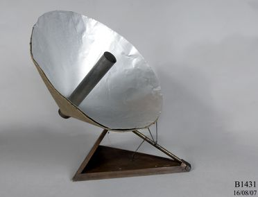 B1431 Solar heater model, wood / metal / felt, made by Lawrence Hargrave, Woollahra Point, New South Wales, Australia, 1907-1912