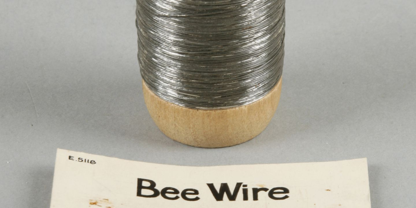 Beekeeper\'s wire made by Pender Brothers Limited - MAAS Collection