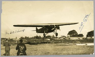 85/112-35 Photograph, black and white, Kingsford Smith landing his 'Southern Cross' aircraft at Mascot aerodrome with a broken propeller, paper, photographer unknown, Sydney, New South Wales, Australia, 15 May 1935
