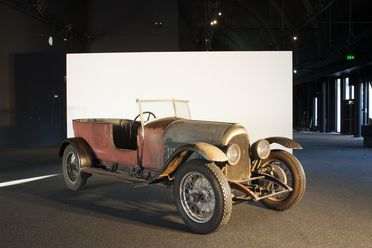 B1568 Automobile, full size, Bentley, 3-litre, long standard tourer, Blue Label, engine No. 705, chassis No. 695, metal/rubber/wood/leather, Bentley Motors Ltd, Cricklewood, London, England, 1924, used by Stanley S. Lade, Tasmania, Australia