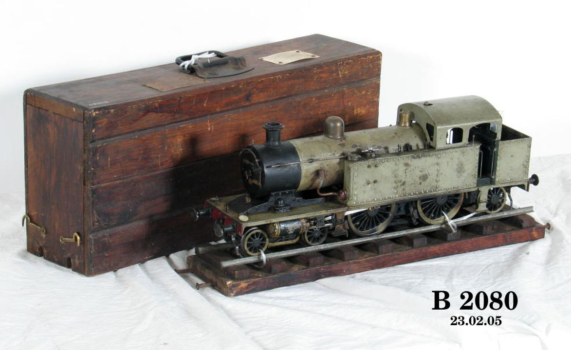 B2080 Locomotive model, steam, side tank, 4-4-2, freelance model, 2½ inch gauge, made by Cornelius (Con) Ambrose Cardew, in Sydney, former Assistant Chief Mechanical Engineer, New South Wales Government Railways, Sydney, New South Wales, Australia, 1917-1973. Click to enlarge.