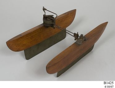 B1425 Experimental model, undulating movement, wood / metal, made by Lawrence Hargrave, Australia, 1883