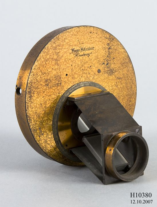 H10380 Polarising helioscopic eyepiece, brass / glass, made by Hugo Schroeder, Hamburg, Germany, used at Sydney Observatory, Sydney, New South Wales, Australia, 1874. Click to enlarge.