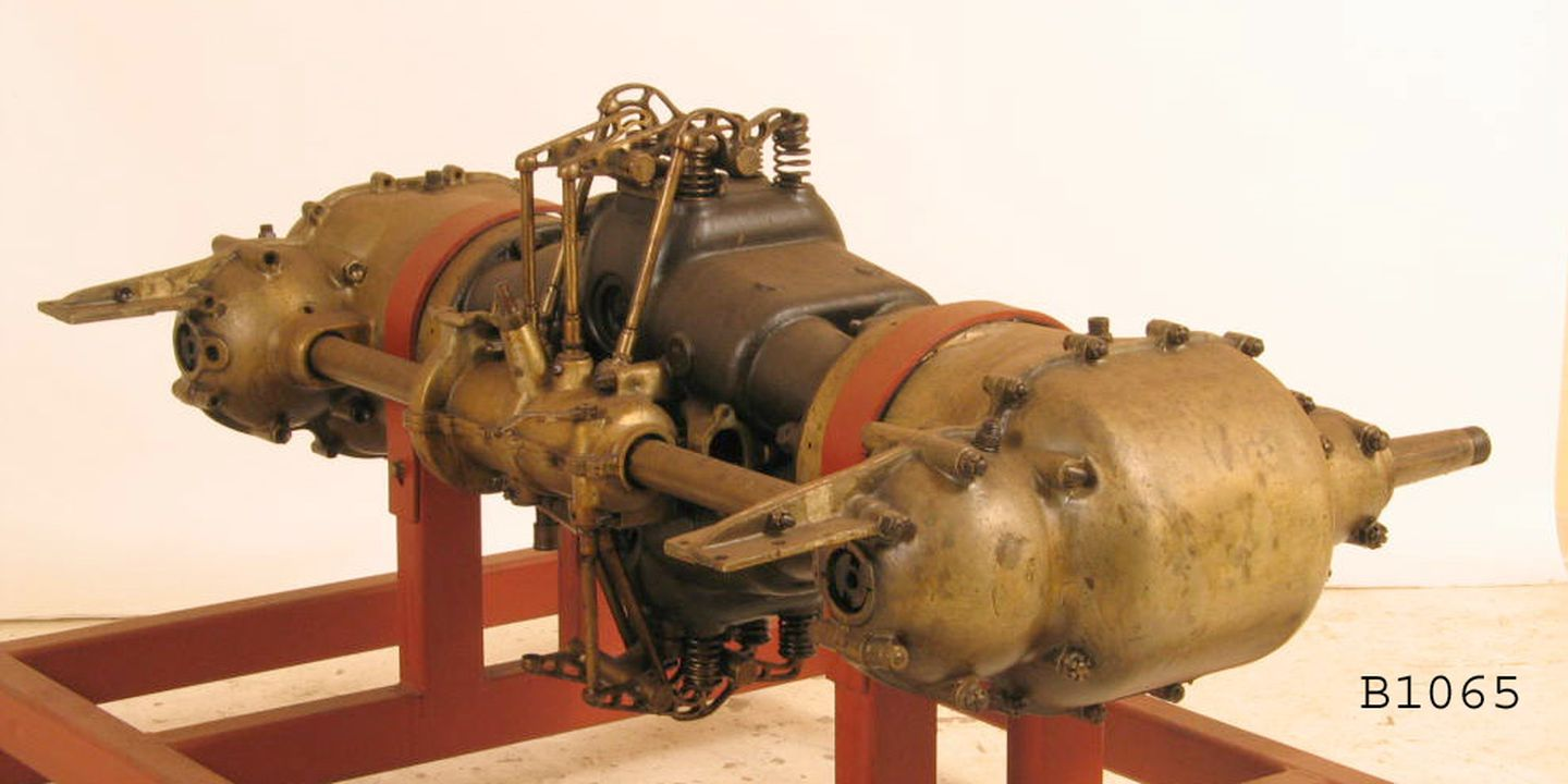 B1065 Aircraft engine, partly sectioned, 'SpA Faccioli', with opposed pistons sharing a common combustion chamber, 8 cylinder, s/no A15635, 80 hp, model N.4, made by Italian automobile company Faccioli SpA, Turin, Italy, engine designed by Aristide Faccioli, 1911-1912. Click to enlarge.