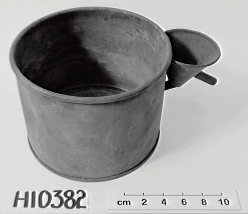 H10382 Rain gauge, metal, maker unknown, place of production unknown, date unknown. Click to enlarge.