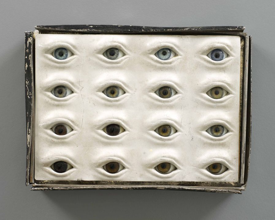 85/2211 Glass eyes (set of 16) in a tin box, glass / aluminium / tin / wood / paint, by Rudolf Martin, Germany, 1903-1910. Click to enlarge.