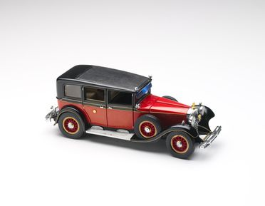 2010/17/1-8 Model car, 1935 Mercedes-Benz Model 770K Saloon, 1:24 scale, die-cast metal, designed by Franklin Mint, Pennsylvania, United States of America, made in China, collected by Michael and Jan Whiffen, Woree, Queensland, Australia, 1983-2009