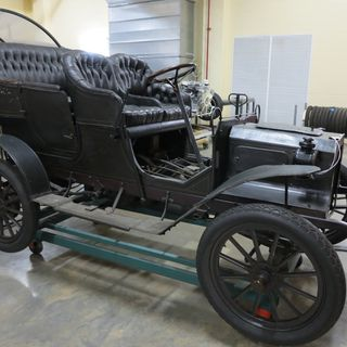 B625 Automobile, full size, Reo, model A, 16 hp, twin cylinder, side-entrance tonneau body, serial No. 1279, engine No. 3263, metal / leather / rubber, made by the Reo Motor Car Co, Lansing, Michigan, United States of America, 1905