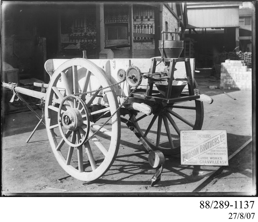 88/289-1137 Photographic glass plate negative, horsedrawn endgate seeder and cart, made by Hudson Brothers Ltd, Granville, New South Wales, Australia, 1883-1898. Click to enlarge.