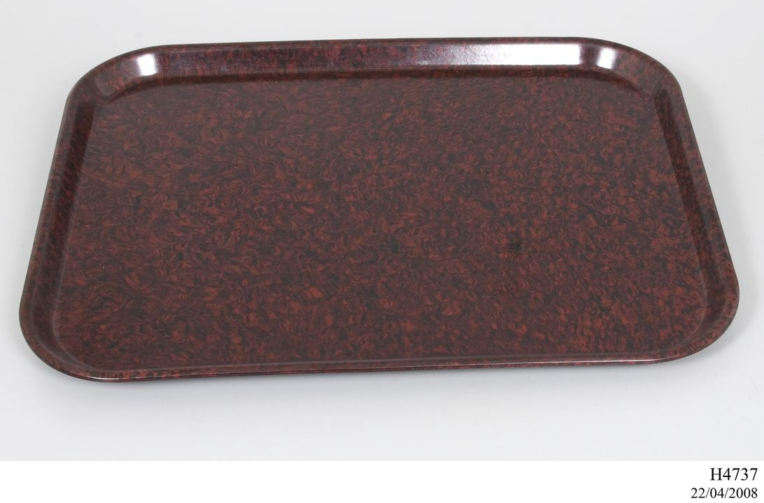 H4737 Mess tray, 'Marquis', melamine-formaldehyde resin, made by Commonwealth Moulding Company, Australia, 1941-1946. Click to enlarge.