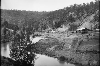 85/1284-76 Glass plate negative, full plate, 'Ophir Bluff, Where Gold was First Found in Australia', Kerry and Co, Sydney, Australia, c. 1884-1917