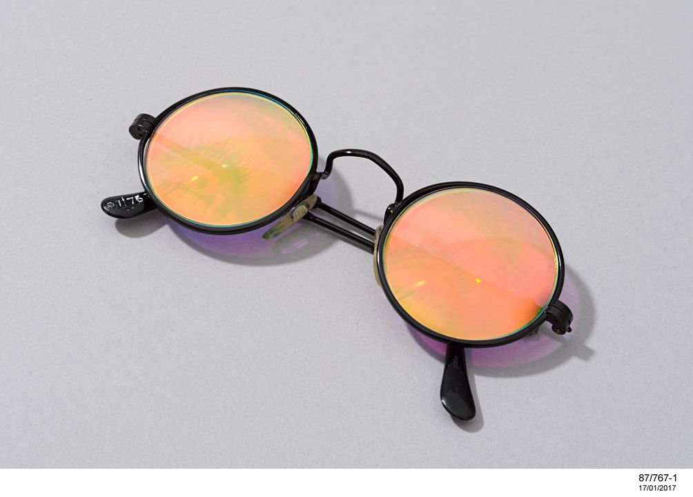 87/767 Holographic badge & spectacles with image of a human eye, 1986. Click to enlarge.