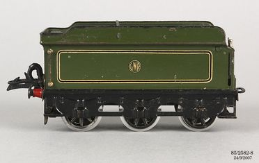 85/2582-8 Toy steam locomotive tender, for Hornby No.2 Special GWR 'County of Bedford 3821', 0-gauge, metal, made by Meccano Ltd, Liverpool, England, 1936-1939