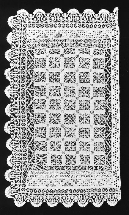 A9148-1 Cloth, assembled by nine pieces of bobbin and embroidered laces, 1600s to late 1800s. Click to enlarge.