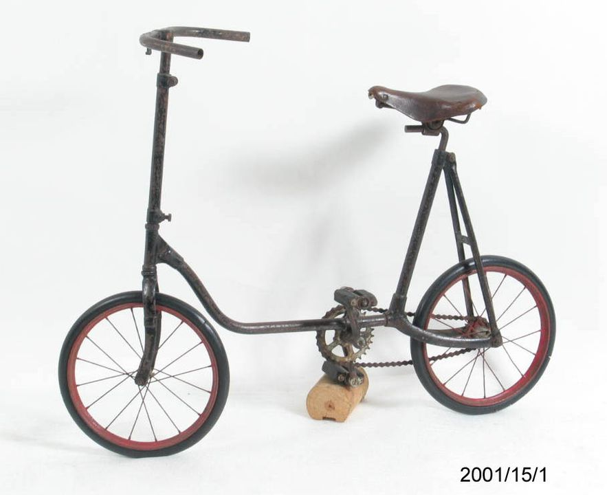 2001/15/1 Bicycle, child's, 'Fairy' brand, metal / rubber, Colson Company, Elyria, Ohio, USA, 1920-1935. Click to enlarge.