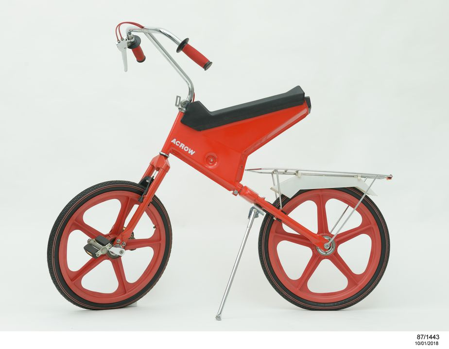 87/1443 Bicycle and stand, front wheel drive, two speed gear, metal / rubber / plastic / vinyl, designed by Design Field, Paddington, New South Wales, Australia, made by Acrow Pty Limited, Guildford, New South Wales, Australia, 1987. Click to enlarge.
