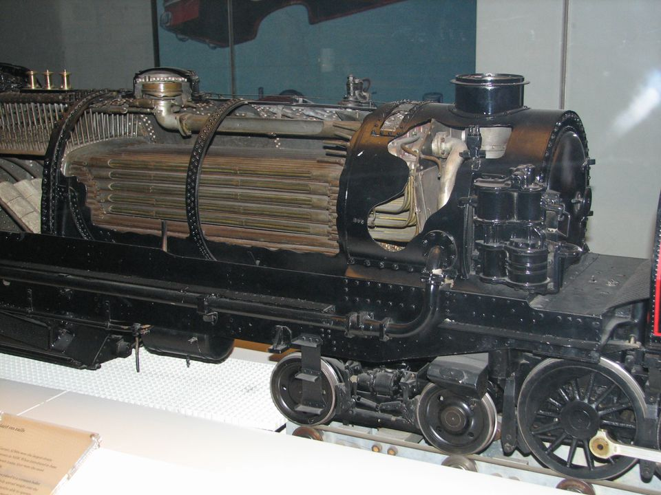 "93/5/1 Steam locomotive model, AD60 class Beyer Garratt ""6001"", 4-8-4 + 4-8-4, sectioned, operating, 7¼-inch gauge, 1:8 scale, metal, made by apprentices of the NSW Government Railways, Eveleigh and Chullora, NSW, 1963-1975. Click to enlarge."